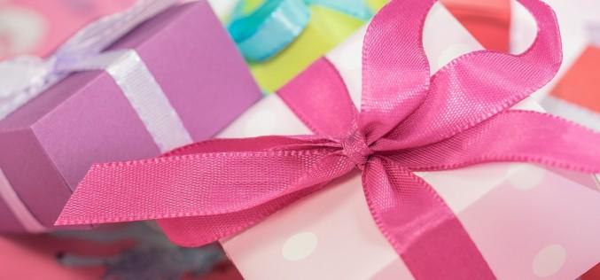 Feste di compleanno, regali e espressioni stitiche