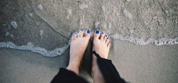 Fuori i piedi: pediluvio e scrub step by step