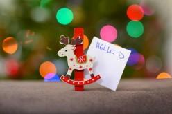 E se i bambini ti beccano a incartare i regali di Natale?