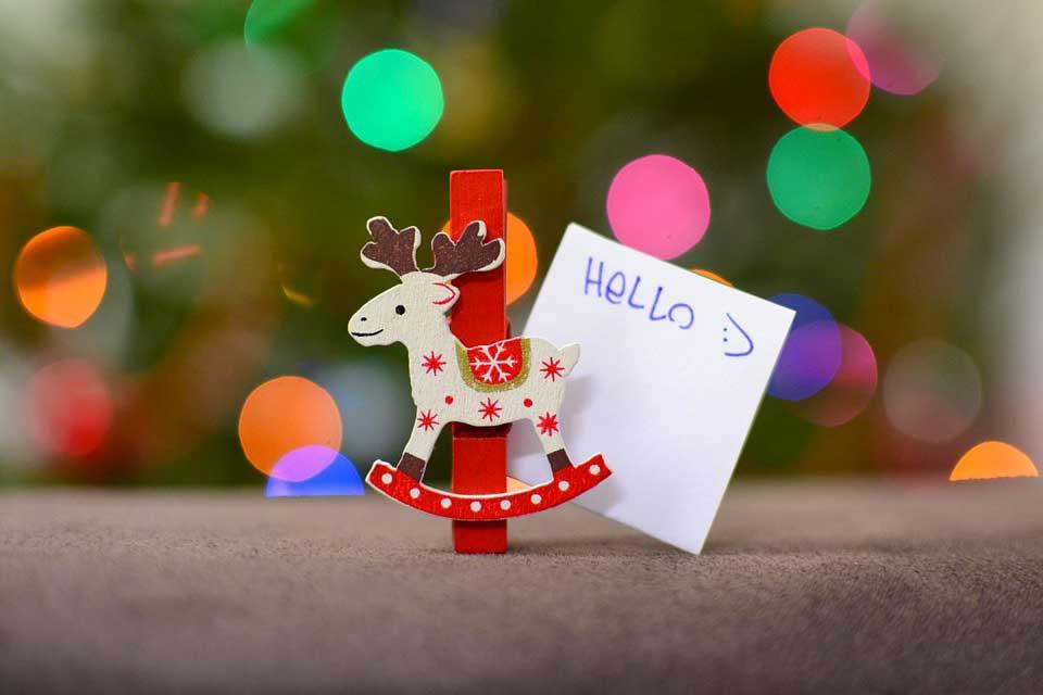 Incartare i regali di Natale