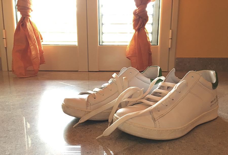 Insegnare ai bambini ad allacciare le scarpe