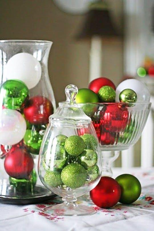 Idee per decorare la tavola di natale con il centrotavola - Decorare candele per natale ...