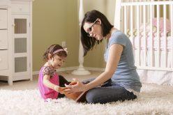 Bambini con l'influenza e genitori al lavoro: a chi lasciare i figli?