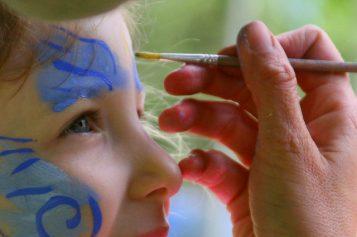 Come truccare i bambini a Carnevale senza correre rischi