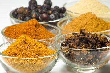 Perché dovreste cominciare a usare le spezie e quali non dovrebbero mai mancare in cucina