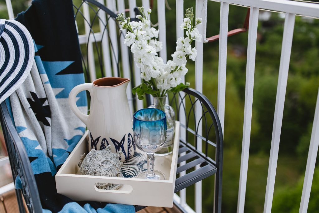 Come arredare il balcone per la primavera bismama for Divanetto da balcone