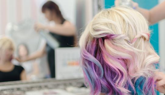 Come scegliere il colore dei capelli più adatto